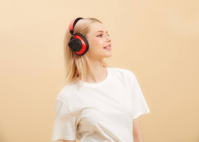 Tai nghe không dây chụp tai này với chất lượng âm thanh cao