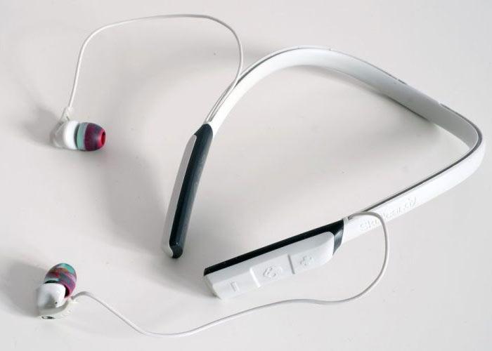 Tai nghe không dây tiện lợi với dây xếp được vào vành đeo cổ