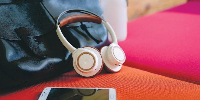 Khoảng cách kết nối lên tới 100m với tai nghe bluetooth BackBeat SENSE
