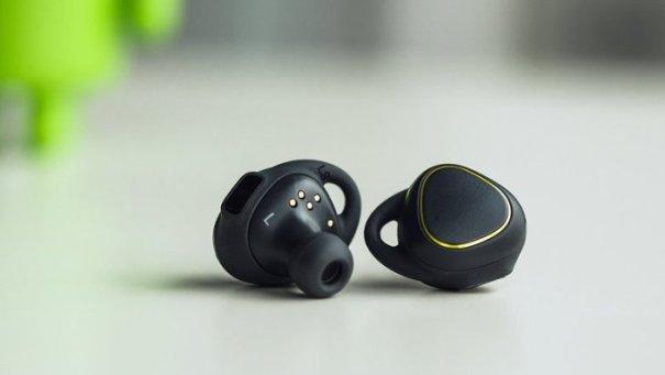 Chúng tôi hy vọng sẽ giúp bạn có thêm kiến thức để cho mình một quyết định khi mua tai nghe bluetooth hay tai nghe có dây truyền thống !
