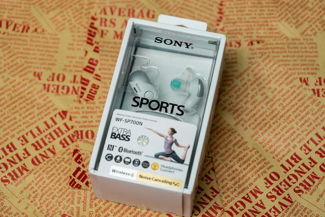 Về hộp đựng của Sony WF-SP700N