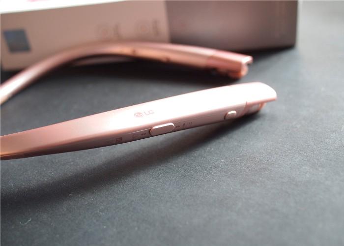 Tai nghe không dây LG 920 thiết kế choàng cổ trẻ trung, tiện dụng
