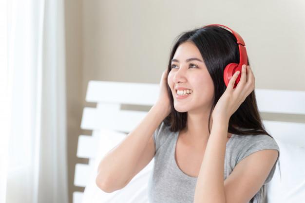 Những điểm mạnh hơn của tai nghe có dây và tai nghe không dây